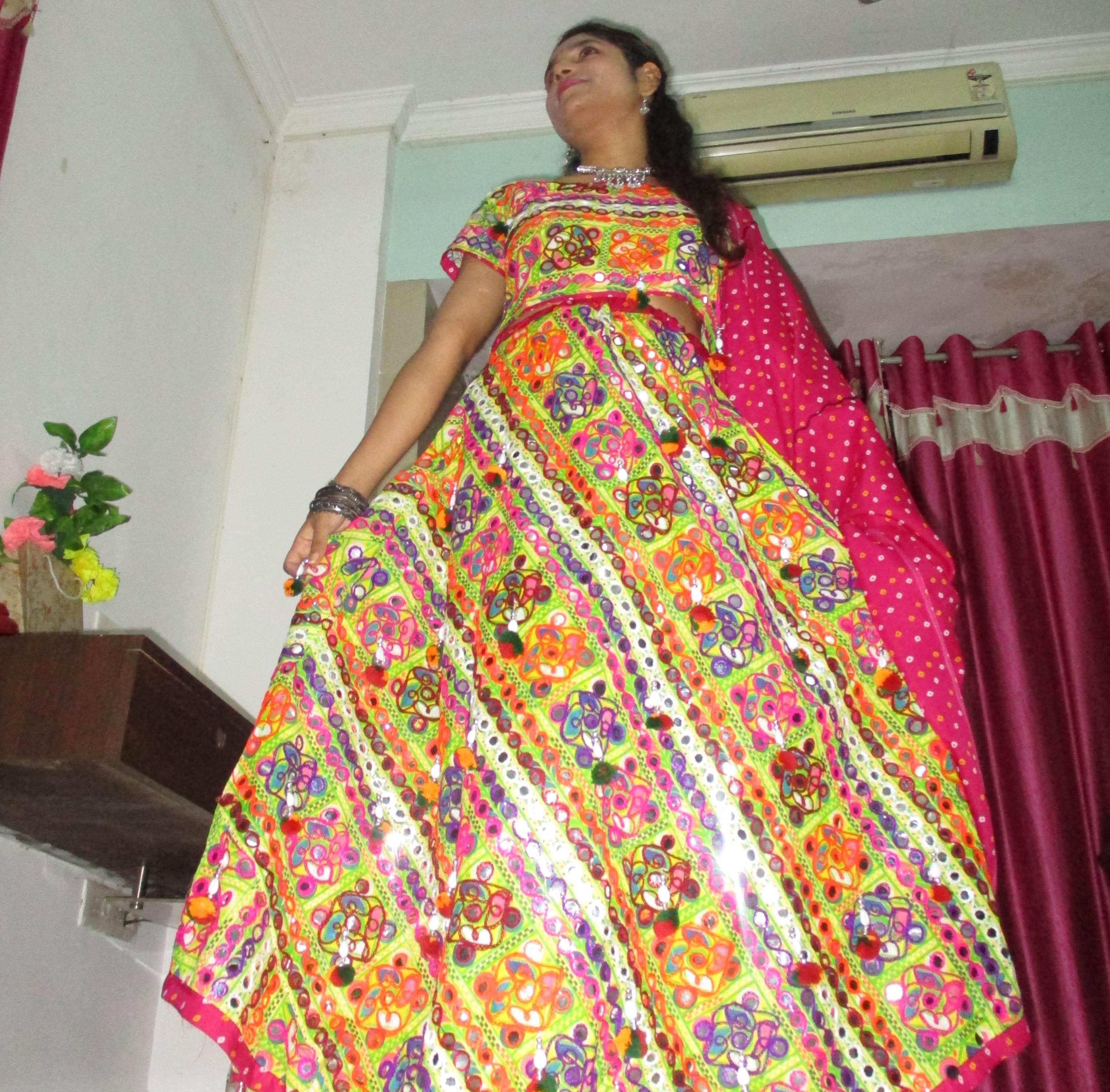 Navratri outfit, chaniya choli, mirror work lehenga