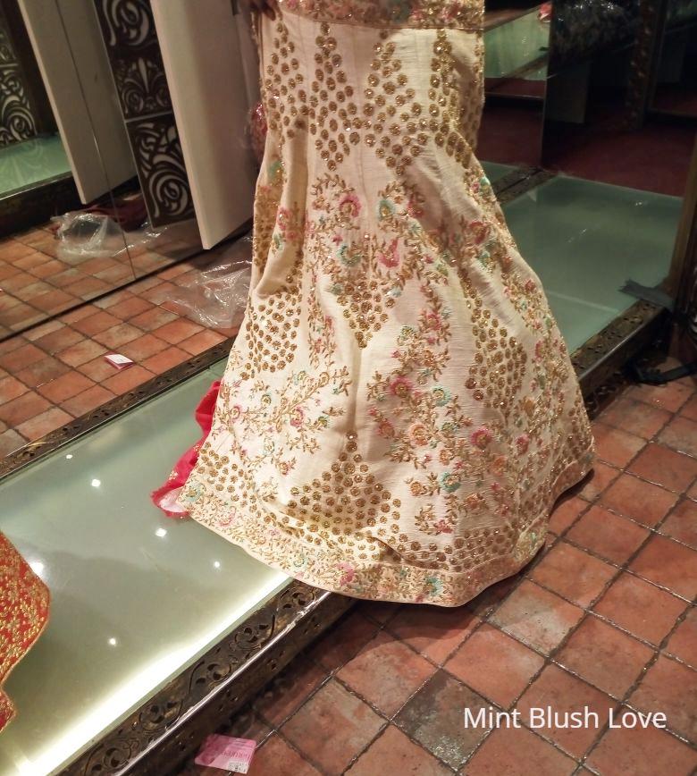 off white wedding lehenga bawree mumbai, Where to shop for bridal lehengas in Mumbai